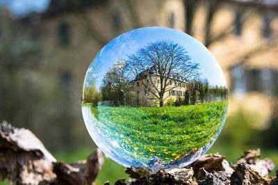 glass-ball-4139652_960_720.jpg