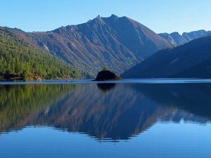 iso-republic-mountain-lake-water-reflection-768x576.jpg