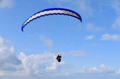 paragliding-4391658_960_720.jpg